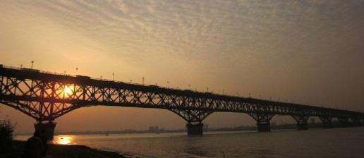 南京长江大桥封闭火车怎么过